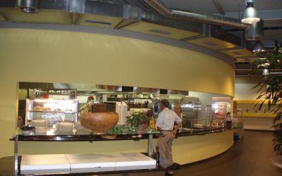 Runde Gipswand mit Buffet-Öffnung