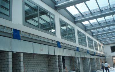 Atrium-Wände verkleiden mit Gips